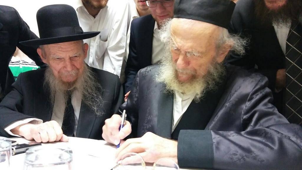 הגר''י זצ''ל עם אחיו שיבל''א הגרי''ג אדלשטיין (באדיבות המצלם)
