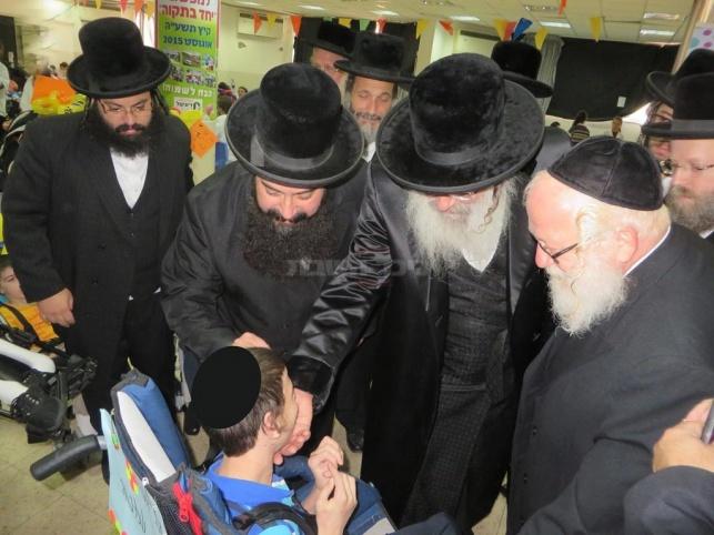 צפו: גדולי ישראל ביקרו ילדים מיוחדים