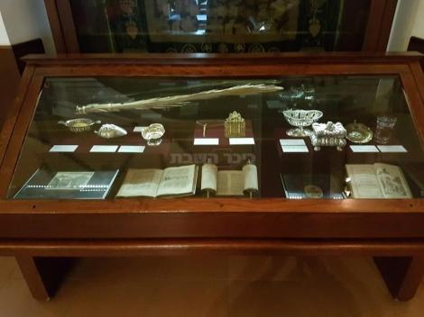מוצגים עתיקים במוזיאון היהודי