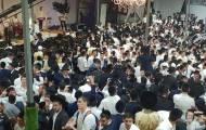 המונים בשמחת בית השואבה אצל הרב שלום ארוש