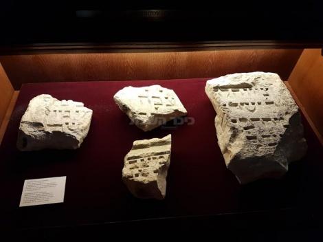 חלקי מצבות יהודים המוצגים במוזיאון