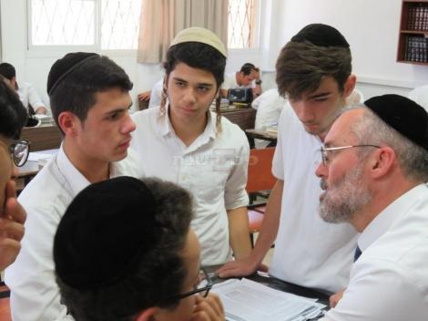 הרב רוזנברג (קרדיט: תלמידי הישיבה)