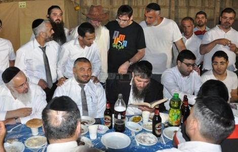 סיימו מסכת. הרב קריספל, אבוטבול וגרשי בעמנואל (צילום: עוזי ברק)
