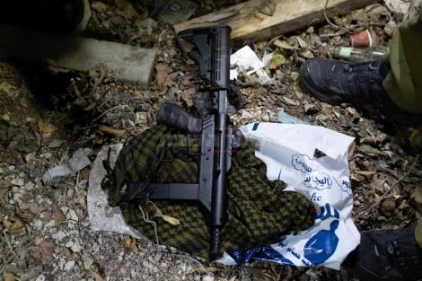 """אחד הנשקים שנתפסו. צילום: דו""""צ"""