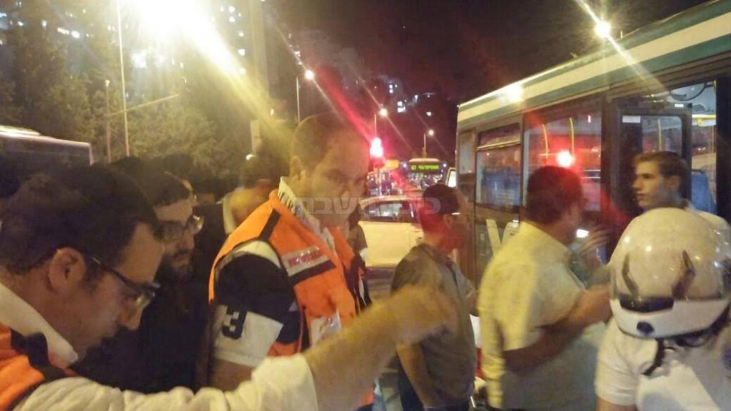 זירת התאונה הערב (צילום: יונתן שור - סוכנות הידיעות 24)