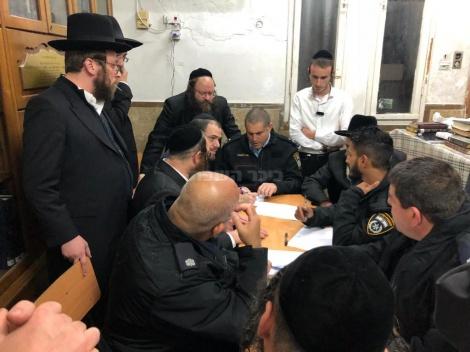 ישיבת ההיערכות עם בכירי המשטרה (באדיבות המצלם)
