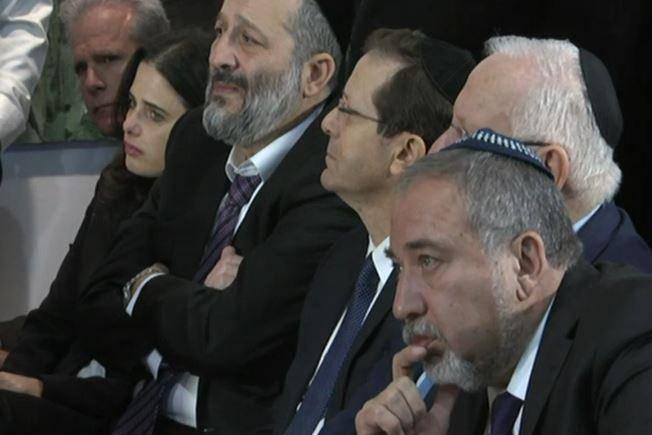 הנשיא והשרים ליברמן, דרעי ושקד בהלוויה