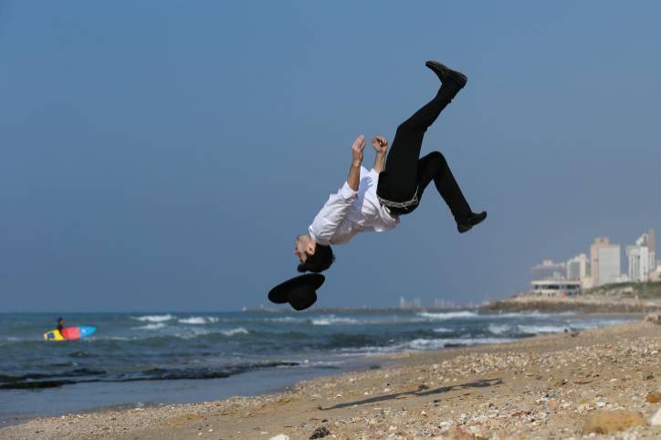 להינות בים אבל בצורה מבוקרת. אילוסטרציה. צילום: Nati Shohat/Flash 90