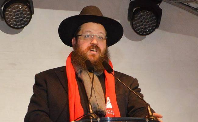 הרב טייכטל; ''שיח של כבוד מול כלל בני המשפחה'' (באדיבות המצלם)