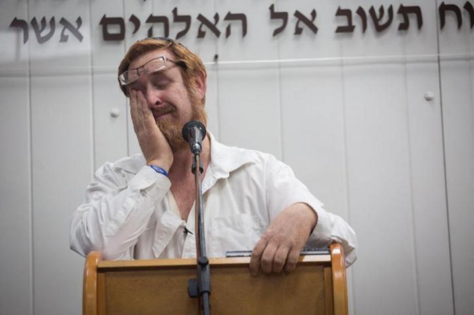יהודה גליק סופד לרעייתו, אמש (צילום: הדס פרוש)