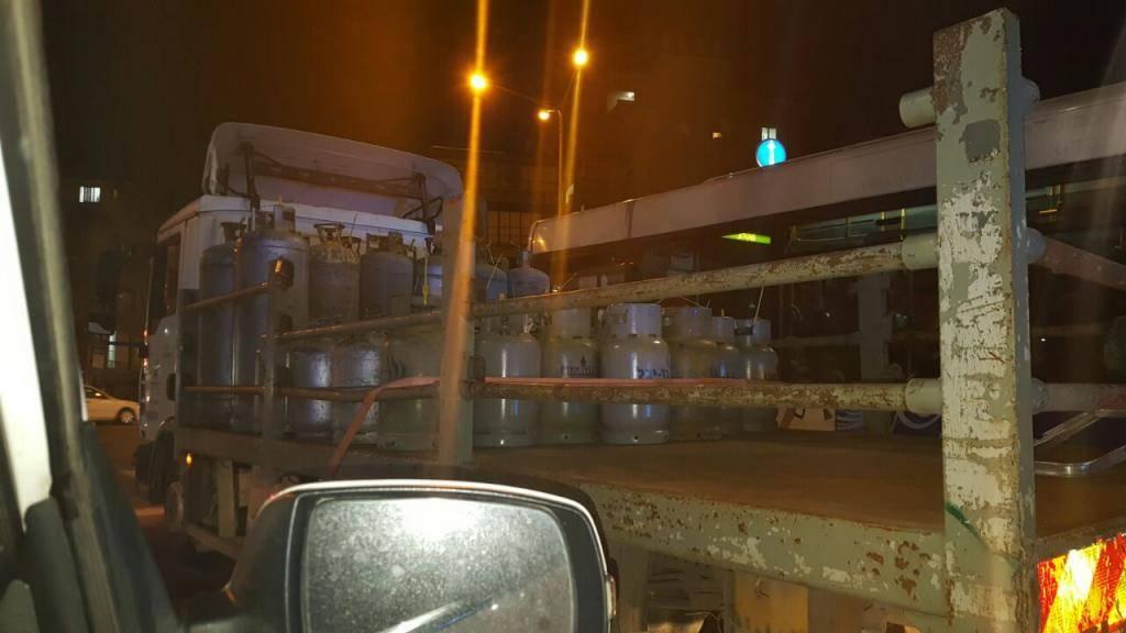 בלוני הגז שהתגלו (צילום: דוברות המשטרה)