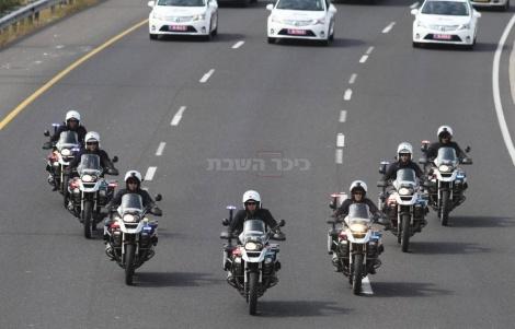 אופנועי המשטרה שילוו את שיירת הנשיא מתרגלים