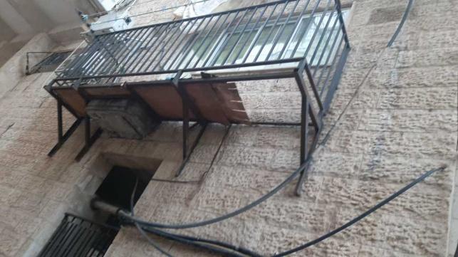 המרפסת שנשברה