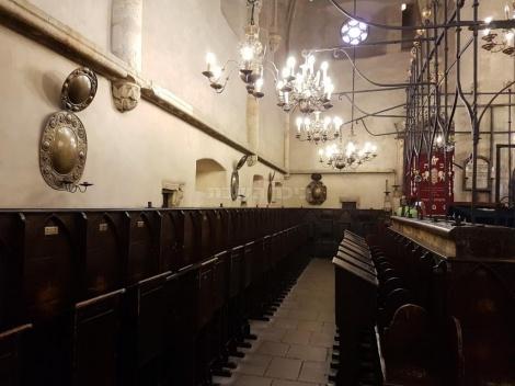 פנים בית הכנסת הישן חדש- האלטנוישול