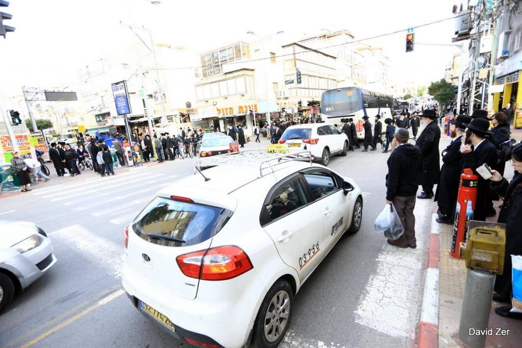 עומסי תנועה הורגשו בבני ברק בעקבות ההפגנה (צילום: דוד זר)
