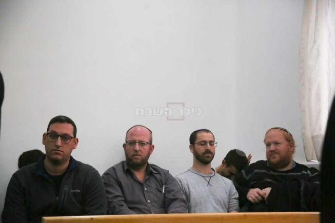 בני המשפחה בבית המשפט, הבוקר (צילום: חיים גולדברג, כיכר השבת)