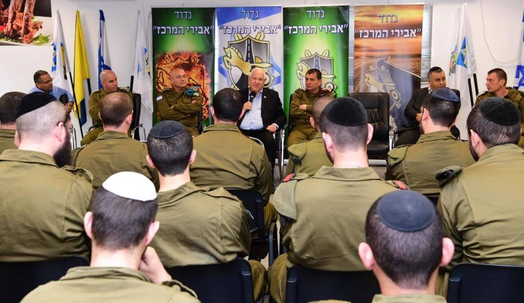 הנשיא והחיילים (צילום: עמוס בן גרשום, לע''מ)