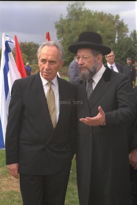עם הרב הראשי הרב ישראל מאיר לאו ב-1993