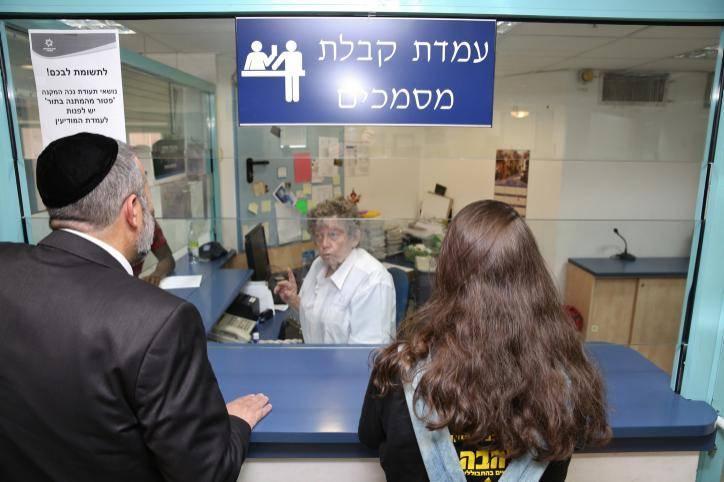 שר הפנים דרעי במשרד הפנים (צילום:יעקב כהן פלאש 90)