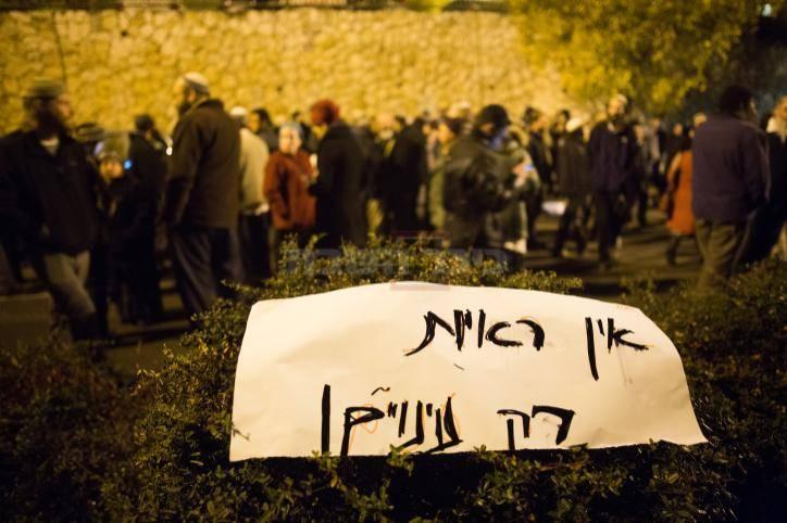 """ההפגנה מול בית ראש השב""""כ (צילום: יונתן זינדל - פלאש90)"""