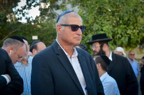 """עו""""ד דוד שמרון בהלוויה בבני ברק (צילום: פלאש 90)"""