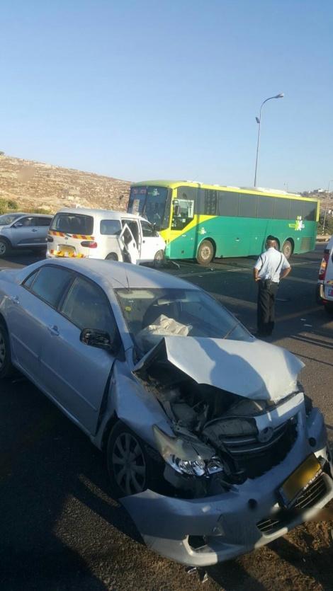 התאונה היום בקריית ארבע (צילום: דוברות המשטרה)