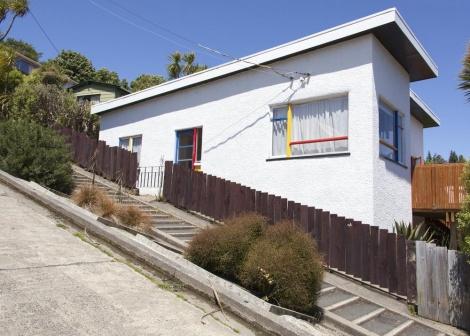 לא טובע, אך תלול מאוד. הבית בצילום ישר (צילום: shutterstock)