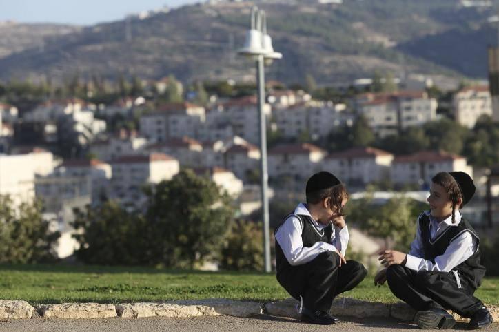 להזהיר את הילדים מעקיצות מסוכנות בחוץ. אילוסטרציה. צילום: Nati Shohat/Flash90