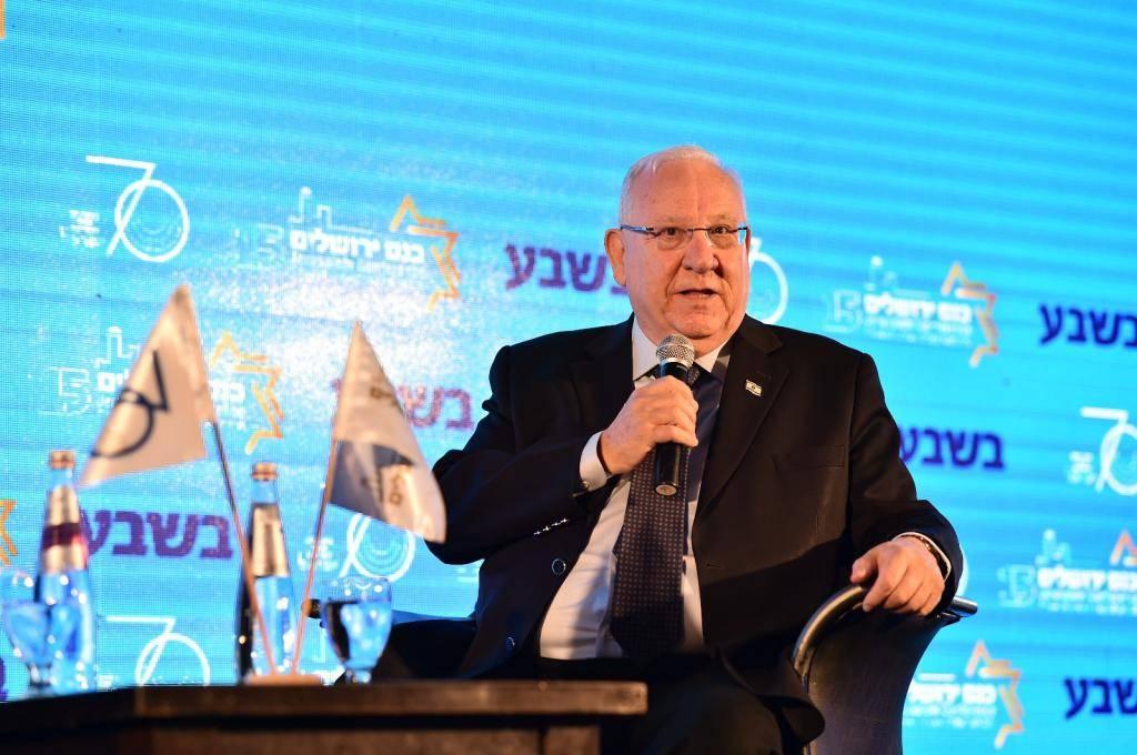 ריבלין בכנס בשבע (צילום: ישראל ברדוגו)