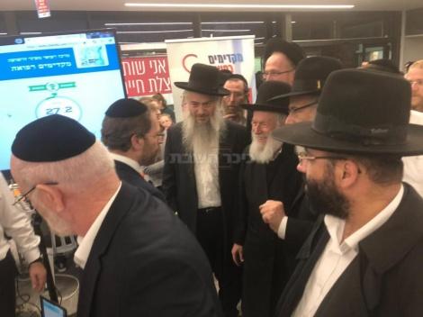 הרב יצחק זילברשטיין הגיע ללות את הפעילים ולעודדם