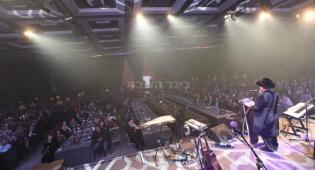הרב ישעיהו הבר במשא המרכזי אל מול קהל המשתתפים באירוע