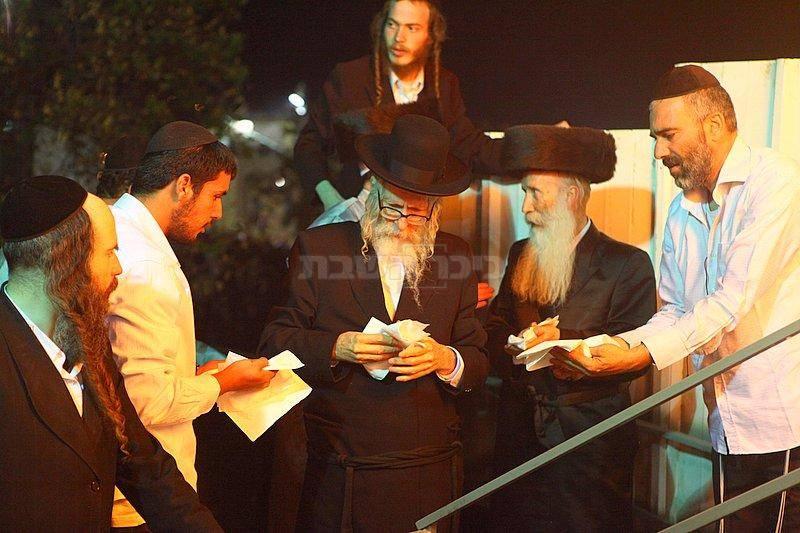 במרכז: הרב אליעזר ברלנד. ארכיון (צילום: מאיר אלפסי, כיכר השבת)