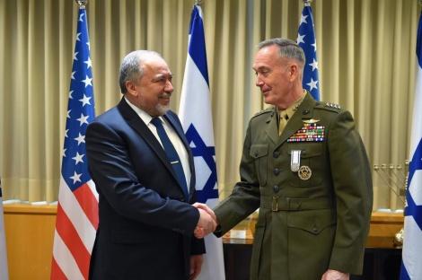 ליברמן והגנרל (צילום: אריאל חרמוני/משרד הביטחון)
