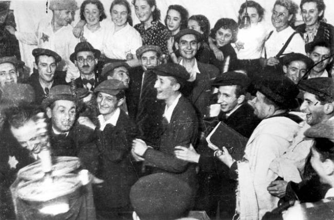חגיגת שמחת-תורה בגטו