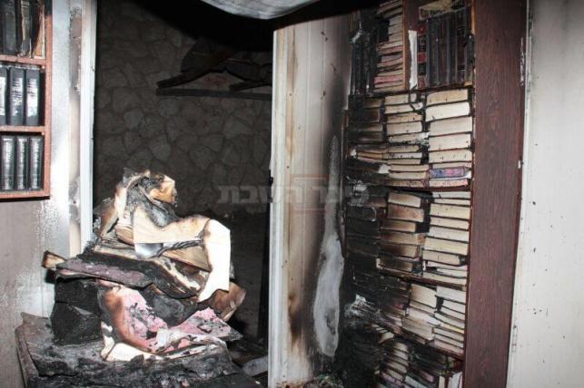 בית הכנסת עלה באש: תמונות קשות