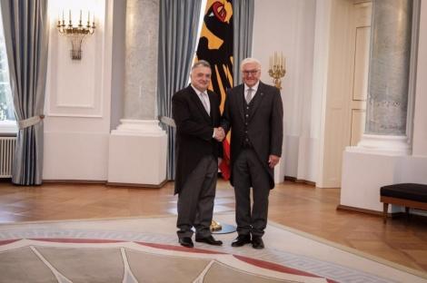 השגריר והנשיא (צילום: שגרירות ישראל ברלין /בועז ארד.)