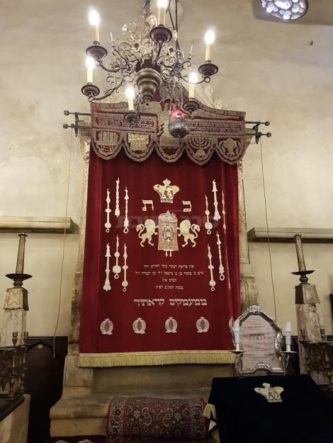 ארון הקודש בבית הכנסת הישן חדש - אלטנוישול