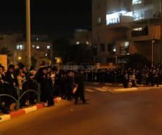 הפגנות סוערות באלעד כנגד 'המויסר' • צפו