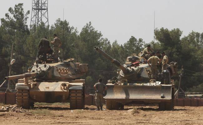 חיילים טורקים בדרך למבצע ''מגן פרת''. באוגוסט 2016 (צילום: שאטרסטוק)