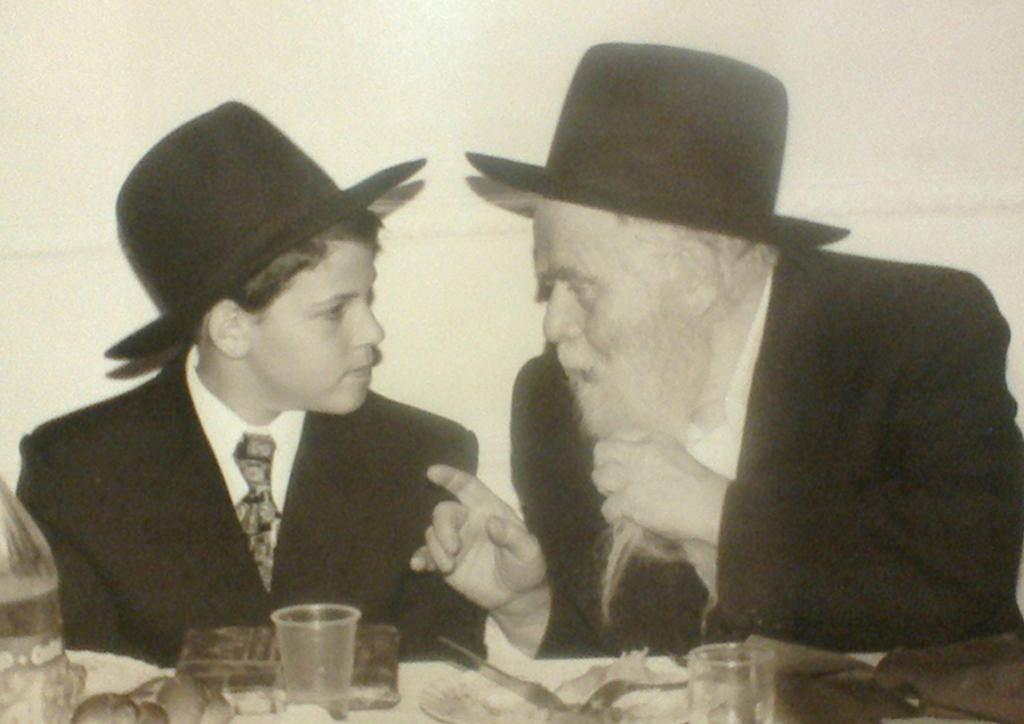 הרב אקרמן בבר המצווה לאחד מתלמידיו