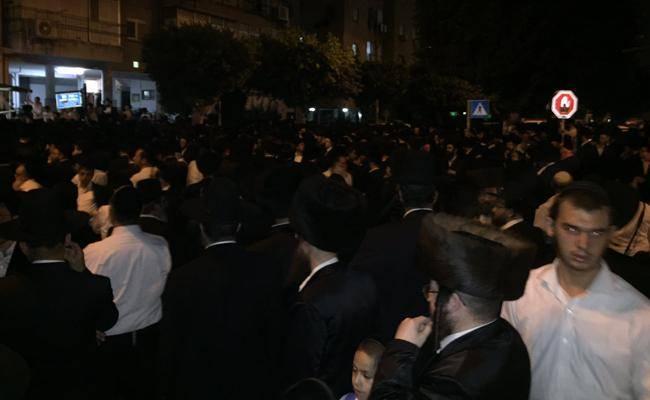 ההמונים במסע הלוויה (צילום: ישראל כהן, כיכר השבת)