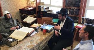 הנהלת ערבים לבריאות בביקור אצל הרב משה ברנדסדורפר.