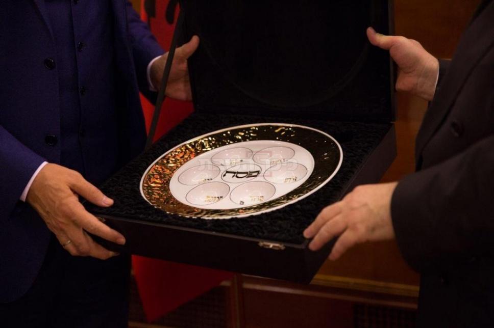 (באדיבות; מזכירות משרד ראש הממשלה באלבניה)