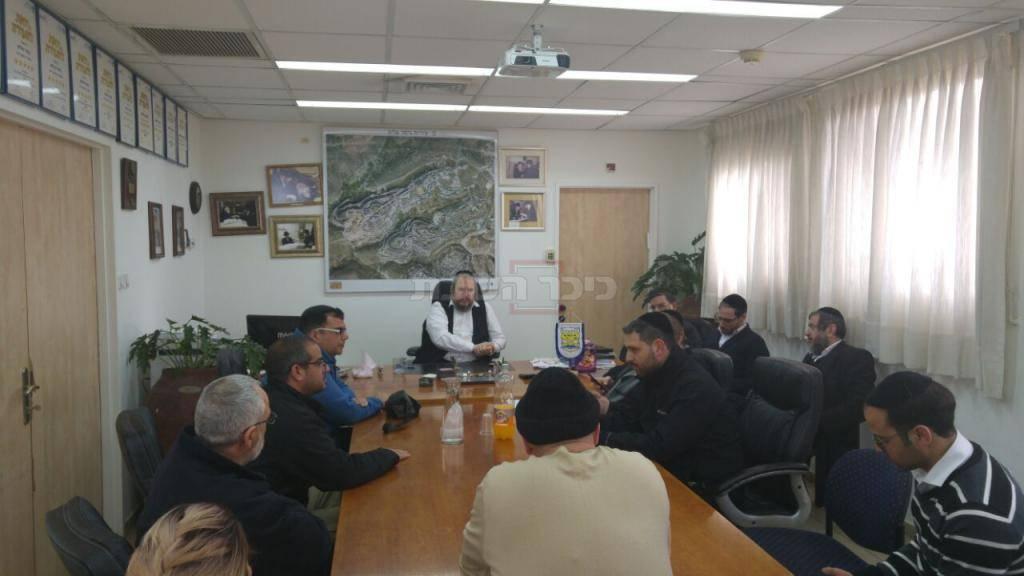 ישיבת ההיערכות המשותפת עם נציגי ישובי האיזור, בלשכת ראש עיריית ביתר