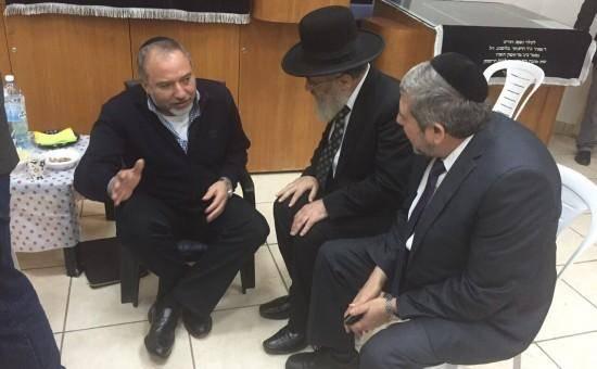 הגר''י יוסף בנחום אבלים אצל שר הביטחון ליברמן