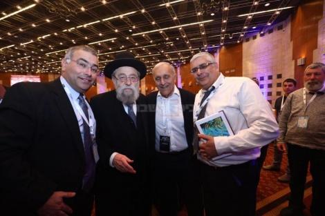 רבה הראשי של ירושלים הרב אריה שטרן עם חברי הנהלת האיחוד
