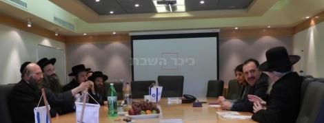 נציגי החסידויות בפגישה עם ליצמן וויזניצ'ר