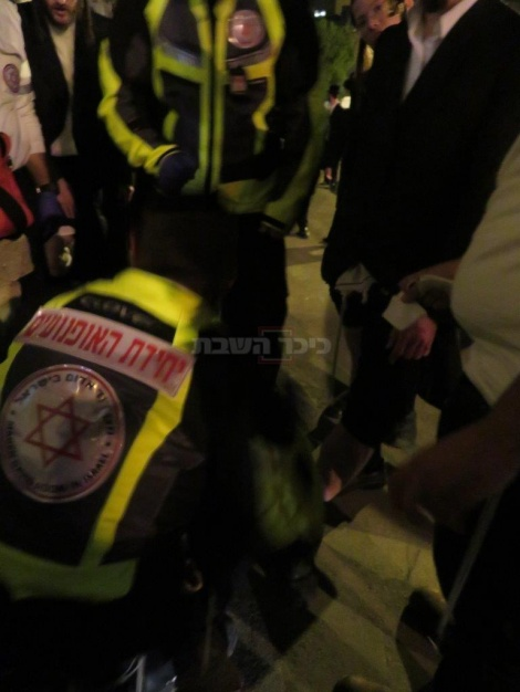 טיפול בפצועים בהפגנה