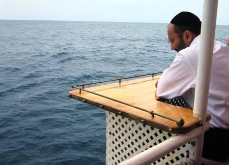 פעולות חשובות. שאמי פרבר וגלי הים (צילום: בני משה)