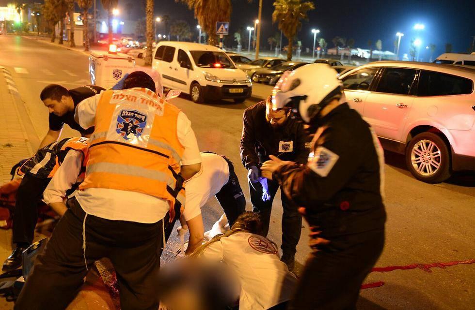 זירת התאונה באשדוד (צילום: אבי רוקח, ynet)